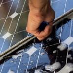 Zonnepanelen tips: zonnepanelen schoonmaken